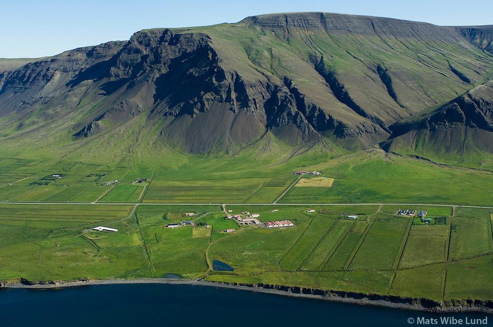 Móar, Sætun og Esjuberg, Kjalarnes til norðurs, Esja, Reykjavík / Moar, Saetun and Esjuberg, Kjalarnes viewing north, Reykjavik