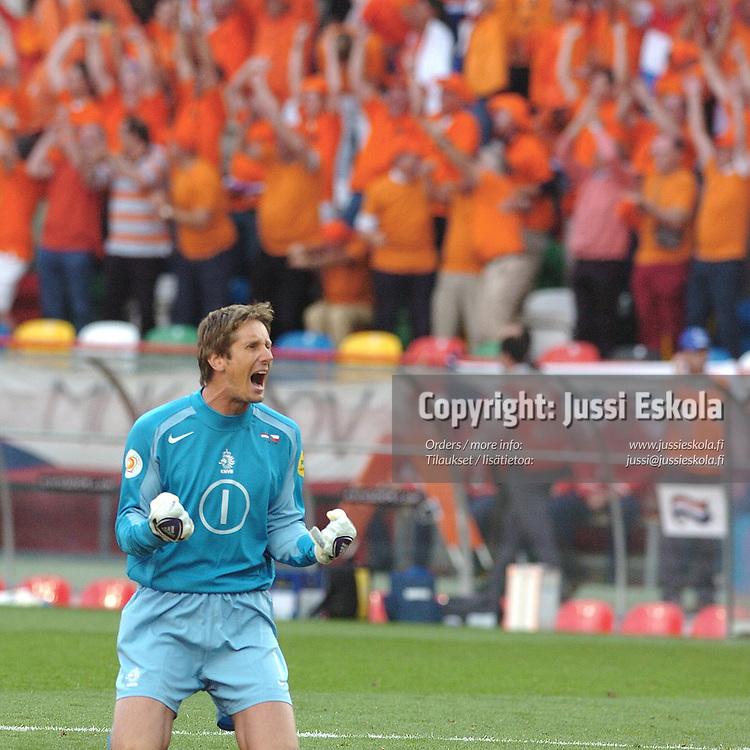 Edwin van der Sar 19.6.2004.&amp;#xA;Euro 2004.&amp;#xA;Photo: Jussi Eskola<br />