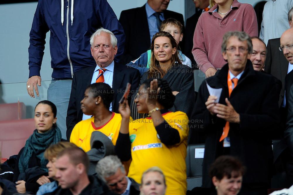 01-06-2010 VOETBAL: NEDERLAND - GHANA: ROTTERDAM<br /> Nederland wint vrij eenvoudig de oefenwedstrijd van Ghana / VIP Blankert<br /> &copy;2010-WWW.FOTOHOOGENDOORN.NL