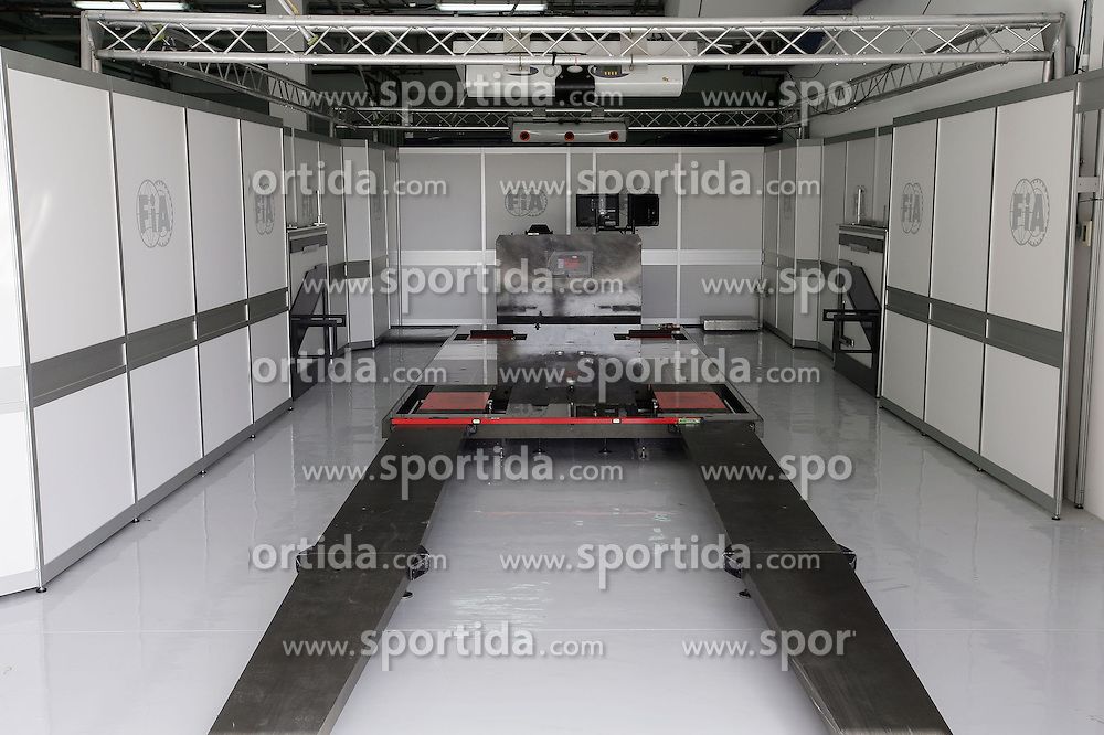 FORMEL 1: GP von Bahrain, Manama, 11.03.2010<br /> Illustration, FIA-Waage<br /> &Atilde;'&Acirc;&copy; pixathlon