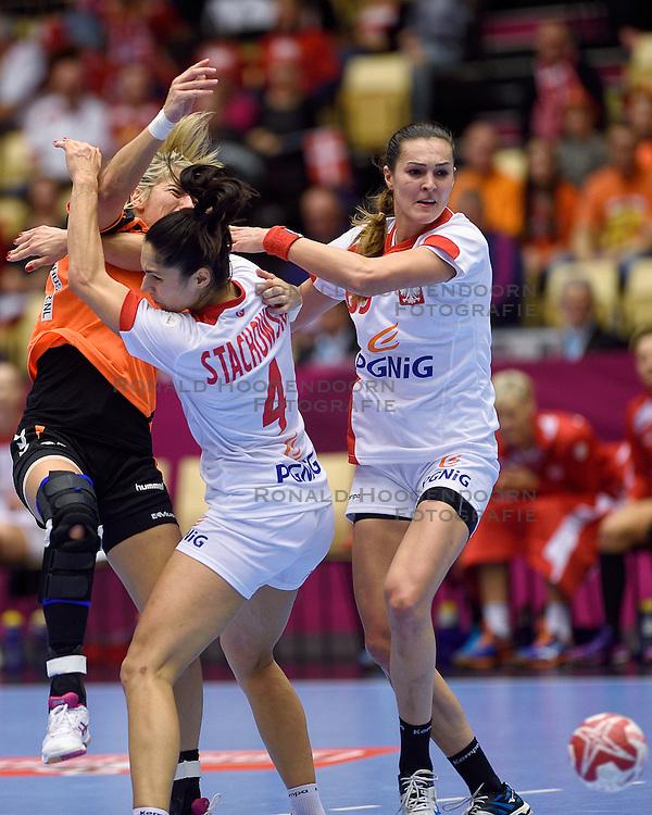 18-12-2015 DEN: World Championships Handball 2015 Poland  - Netherlands, Herning<br /> Halve finale - Nederland staat in de finale door Polen met 30-25 te verslaan / Estavana Polman #79, Monika Stachwska #4, Kinga Achruk #89