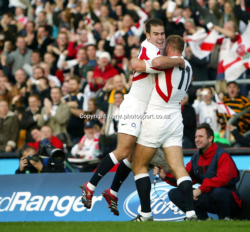 Ben Cohen celebrates his try with Charlie Hodgson (L) during the Rugby Union test match between England and Australia at Twickenham, England on Saturday 12 November, 2005. England won the match, 26 - 16. Photo: Sportsbeat/Photosport <br />