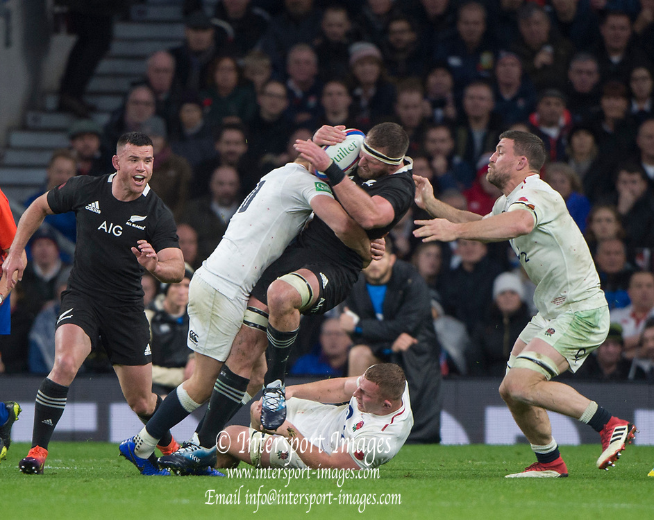 Twickenham, United Kingdom, Saturday, 10th  November 2018, RFU, Rugby, Stadium, England,  Kieran READ,, Sam UNDERHILLS, grounded, tackled, left, Owen FARRELL,  right Mark WILSON, during the   Quilter, Autumn International, England vs New Zealand © Peter Spurrier