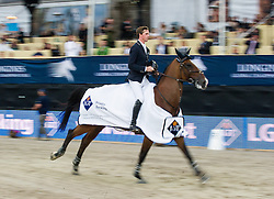 22.09.2013, Rathausplatz, Wien, AUT, Global Champions Tour, LGT Vienna Masters, Springreiten (1.50 / 1.55 m) Siegerehrung, im Bild Ben Maher (GBR) auf Urico on 1st place // during Winning Ceremony of LGT Vienna Masters 2013 of Global Champions Tour, International Jumping Competition (1.50 / 1.55 m) Second Round at Rathausplatz in Vienna, Austria on 2013/09/22. EXPA Pictures © 2013 PhotoCredit: EXPA/ Michael Gruber