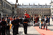 Op Prinsjesdag 2018 spreekt het staatshoofd in de Staten-Generaal van het Koninkrijk der Nederlanden in verenigde vergadering bijeen de troonrede uit. Daarin geeft de regering aan wat het regeringsbeleid zal zijn voor het komende jaar. <br /> <br /> On State Opening of Parlement (Prinsjesdag) 2018, the head of state in the States-General of the Kingdom of the Netherlands meets in a joint meeting the speech of the throne. In it, the government indicates what the government policy will be for the coming year.<br /> <br /> op de foto / On the photo:  Aankomst Ridderzaal met prins Constantijn en prinses Laurentien / Arrival of the Ridderzaal with Prince Constantijn and Princess Laurentien