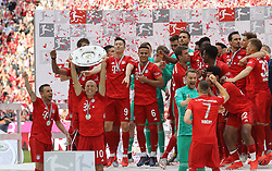 18.05.2019, Allianz Arena, Muenchen, GER, 1. FBL, FC Bayern Muenchen vs Eintracht Frankfurt, 34. Runde, Meisterfeier nach Spielende, im Bild Bayern Jubel mit Meisterschale // during the celebration after winning the championship of German Bundesliga season 2018/2019. Allianz Arena in Munich, Germany on 2019/05/18. EXPA Pictures © 2019, PhotoCredit: EXPA/ SM<br /> <br /> *****ATTENTION - OUT of GER*****