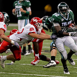 Oct 17, 2009; New Orleans, LA, USA;  Tulane Green Wave running back Andre Anderson (32) is pursued by Houston Cougars linebacker C.J. Cavness (40) and safety Nick Saenz (41) during a game at the Louisiana Superdome. Houston defeated Tulane 44-16.   Mandatory Credit: Derick E. Hingle-US PRESSWIRE