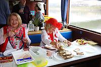 Mannheim. 10.02.18 | <br /> N&auml;rrische Bootsfahrt mit dem Mannheimer Stadtprinzenpaar Miriam I. und Marcus I. <br /> Danch kleiner Umzug mit Gefolge zum Mannheimer Marktplatz &uuml;ber die Planken zum Wasserturm mit Fahrt im Riesenrad.<br /> Bild: Markus Prosswitz 10FEB18 / masterpress (Bild ist honorarpflichtig - No Model Release!) <br /> BILD- ID 03909 |