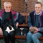 Henk de Groot en buurman Huizen met provinciale kampioenen konijnen
