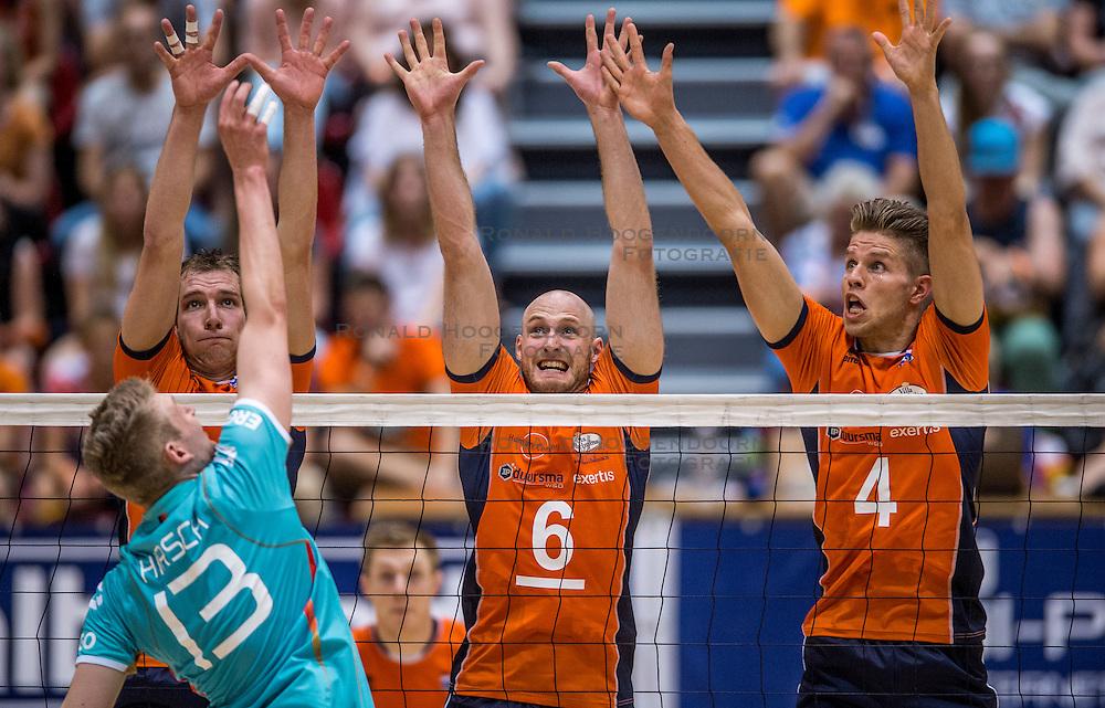 04-06-2016 NED: Nederland - Duitsland, Doetinchem<br /> Nederland speelt de tweede oefenwedstrijd in Doetinchem en verslaat Duitsland opnieuw met 3-1 / Wouter ter Maat #16, Jasper Diefenbach #6, Thijs ter Horst #4