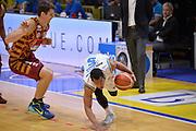 DESCRIZIONE : Cremona Lega A 2015-16 Play Off gara 1 Vanoli Cremona Umana Reyer Venezia <br /> GIOCATORE : Starks Markel<br /> CATEGORIA :  Palleggio equilibrio Penetrazione<br /> SQUADRA : Vanoli Cremona<br /> EVENTO : Campionato Lega A 2015-2016 GARA : Vanoli Cremona vs Umana Reyer Play Off gara 1<br /> DATA : 08/05/2016 <br /> SPORT : Pallacanestro <br /> AUTORE : Agenzia Ciamillo-Castoria/I.Mancini<br /> Galleria : Lega Basket A 2015-2016 Fotonotizia : Cremona Lega A 2015-16 PlayOff Gara 1  Vanoli Cremona Umana Reyer Venezia
