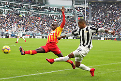 November 5, 2017 - Turin, Italy - Raman Chibsah (Benevento Calcio) and Douglas Costa (Juventus FC)  compete for the ball during the Serie A football match between Juventus FC and Benevento Calcio on 05 November 2017 at Allianz Stadium in Turin, Italy. (Credit Image: © Massimiliano Ferraro/NurPhoto via ZUMA Press)