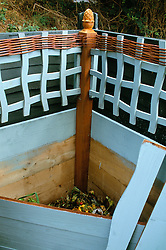 Compost heap with wiggly trellis