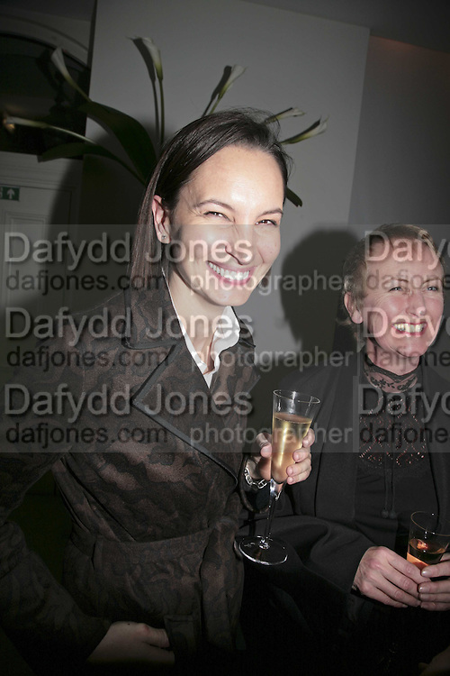 Paula Reed, India Hicks And Crabtree & Evelyn launch new skincare range. : Hempel Hotel, 31-35 Craven Hill Gardens, London, W2, 22 November 2006. ONE TIME USE ONLY - DO NOT ARCHIVE  © Copyright Photograph by Dafydd Jones 66 Stockwell Park Rd. London SW9 0DA Tel 020 7733 0108 www.dafjones.com