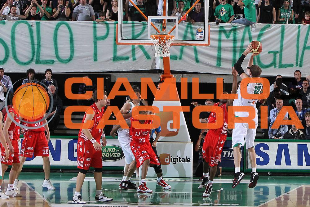 DESCRIZIONE : Treviso Lega A 2009-10 Basket Benetton Treviso Armani Jeans Milano<br /> GIOCATORE : Chris Monroe<br /> SQUADRA : Armani Jeans Milano<br /> EVENTO : Campionato Lega A 2009-2010<br /> GARA : Benetton Treviso Armani Jeans Milano<br /> DATA : 16/05/2010<br /> CATEGORIA : Difesa<br /> SPORT : Pallacanestro<br /> AUTORE : Agenzia Ciamillo-Castoria/G,Contessa<br /> Galleria : Lega Basket A 2009-2010 <br /> Fotonotizia : Treviso Campionato Italiano Lega A 2009-2010 Benetton Treviso Armani Jeans Milano<br /> Predefinita :