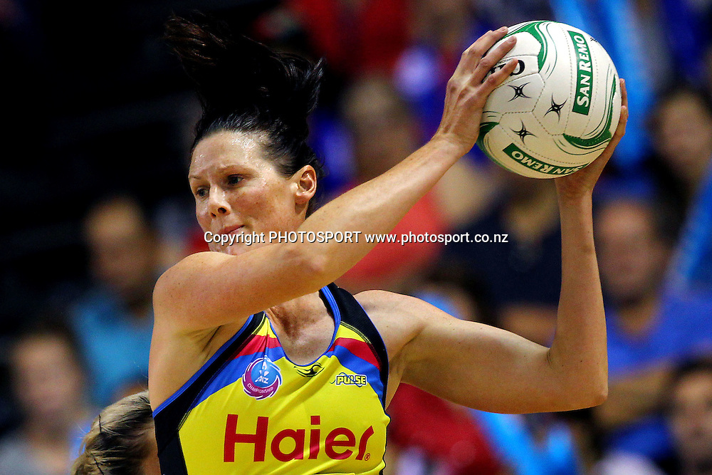 Pulse's Donna Wilkins in action. ANZ Netball Championship, Northern Mystics v Central Pulse, Trusts Stadium, Auckland, New Zealand. Sunday 21st April 2013. Photo: Anthony Au-Yeung / photosport.co.nz
