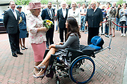 Koningin bij jubileumsymposium De Zonnebloem. Hare Majesteit de Koningin was 9 september in Den Haag bij het jubileumsymposium van Nationale Vereniging de Zonnebloem bij. Het symposium met als titel 'De Ontmoeting' wordt georganiseerd ter gelegenheid van het 60-jarig bestaan van de vereniging. //// Her Majesty the Queen was in The Hague on September 9th at a anniversary symposium of the National Association for the Sunflower.The Meeting is organized on the occasion of the 60th anniversary of the association.