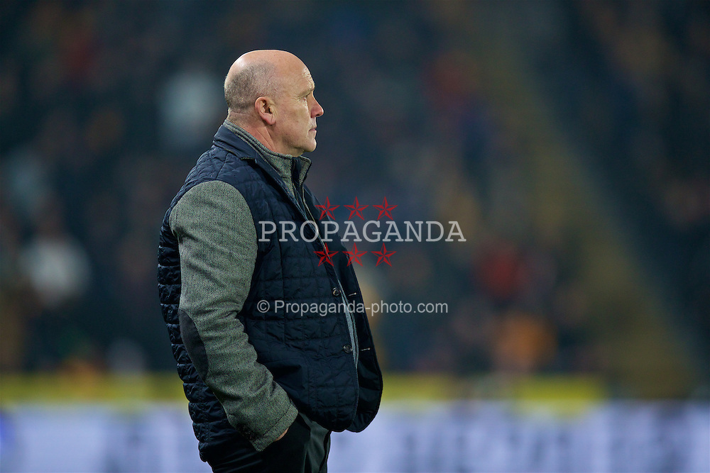 KINGSTON-UPON-HULL, ENGLAND - Friday, December 30, 2016: Hull City's manager Mike Phelan during the FA Premier League match against Everton at the KCOM Stadium. (Pic by David Rawcliffe/Propaganda)