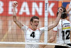 18-03-2006 VOLLEYBAL: PLAY OFF HALVE FINALE: PIET ZOOMERS D - HVA AMSTERDAM: APELDOORN<br /> Piet Zoomers wint de eerste van de vijf wedstrijden vrij eenvoudig met 3-0 / Stefan Taanman<br /> Copyrights2006-WWW.FOTOHOOGENDOORN.NL