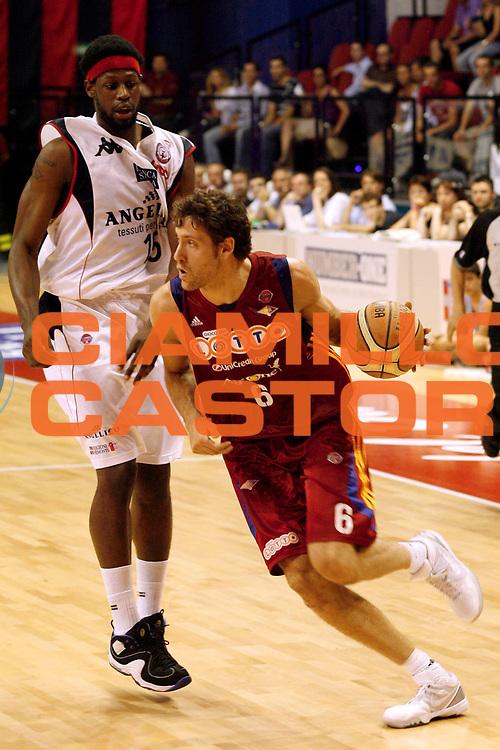 DESCRIZIONE : Biella Lega A 2008-09 Playoff Quarti di finale Gara 4 Angelico Biella Lottomatica Virtus Roma<br /> GIOCATORE : Angelo Gigli<br /> SQUADRA : Lottomatica Virtus Roma<br /> EVENTO : Campionato Lega A 2008-2009 <br /> GARA : Angelico Biella Lottomatica Virtus Roma<br /> DATA : 24/05/2009<br /> CATEGORIA : Palleggio<br /> SPORT : Pallacanestro <br /> AUTORE : Agenzia Ciamillo-Castoria/E.Pozzo