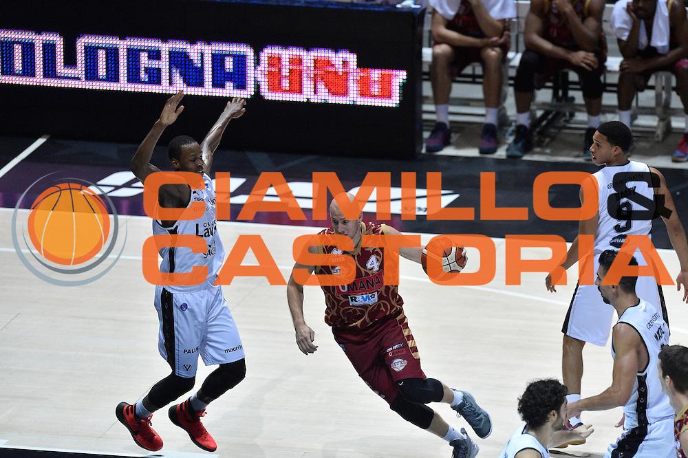 DESCRIZIONE : Bologna Lega A 2015-16 Obiettivo Lavoro Virtus Bologna - Umana Reyer Venezia<br /> GIOCATORE : Hrvoje Peric<br /> CATEGORIA : Palleggio<br /> SQUADRA : Umana Reyer Venezia<br /> EVENTO : Campionato Lega A 2015-2016<br /> GARA : Obiettivo Lavoro Virtus Bologna - Umana Reyer Venezia<br /> DATA : 04/10/2015<br /> SPORT : Pallacanestro<br /> AUTORE : Agenzia Ciamillo-Castoria/GiulioCiamillo<br /> <br /> Galleria : Lega Basket A 2015-2016 <br /> Fotonotizia: Bologna Lega A 2015-16 Obiettivo Lavoro Virtus Bologna - Umana Reyer Venezia