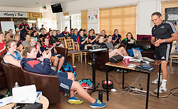 Dave Alred receives a round of applause following his inspiring talk to Bristol Ladies - Mandatory by-line: Paul Knight/JMP - 29/07/2017 - RUGBY - Bristol Ladies Rugby pre-season training