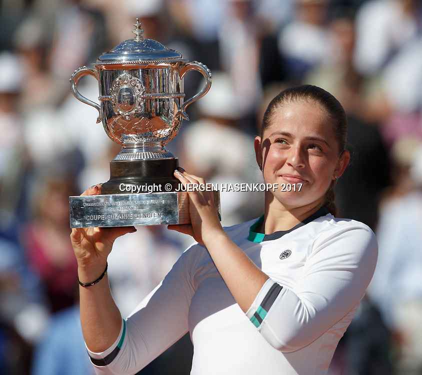 JELENA OSTAPENKO (LAT), Siegerehrung, Praesentation<br /> <br /> Tennis - French Open 2017 - Grand Slam / ATP / WTA / ITF -  Roland Garros - Paris -  - France  - 10 June 2017.
