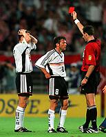 Fotball<br /> VM 1998<br /> Foto: imago/Digitalsport<br /> NORWAY ONLY<br /> <br /> 04.07.1998 <br /> <br /> Christian Wörns (re.) kann es nicht fassen, Rote Karte durch Schiedsrichter Rune Pedersen (Norwegen), Lothar Matthäus (Mitte) versucht, das noch auszudiskutieren<br /> <br /> Tyskland v Kroatia 0-3