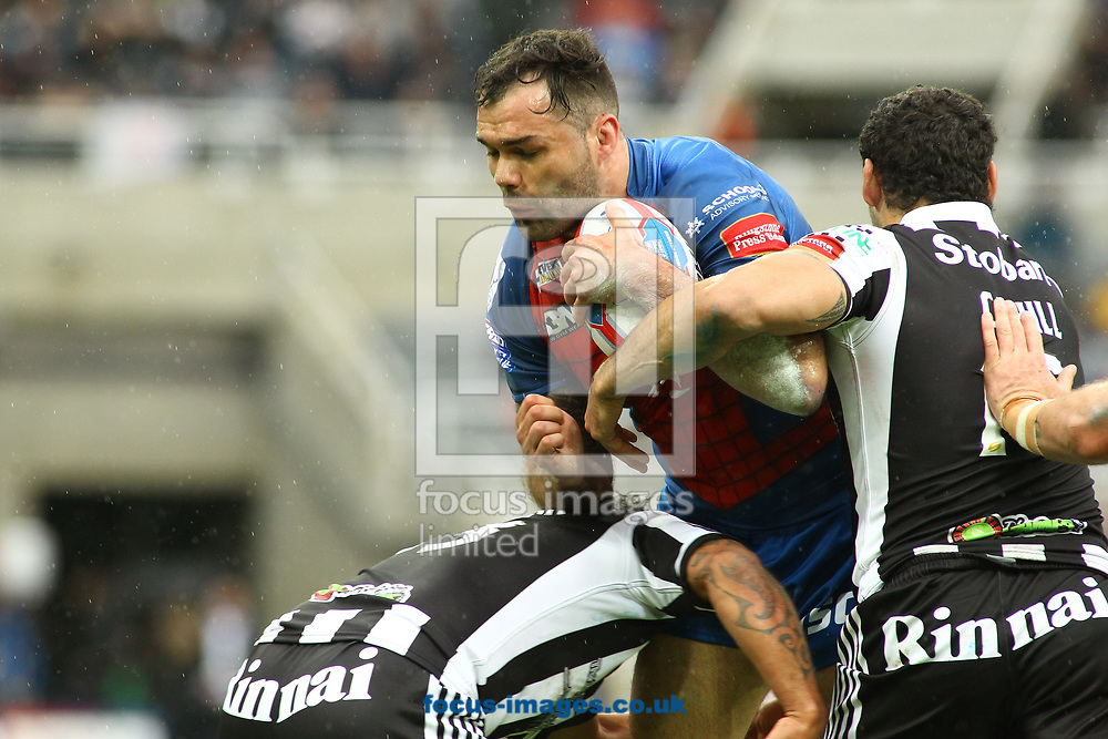 Hep Cahill (R) of Widnes Vikings tackles Keegan Hirst (C) of Wakefield Trinity during the Betfred Super League match at the Dacia Magic Weekend at St. James's Park, Newcastle<br /> Picture by Stephen Gaunt/Focus Images Ltd +447904 833202<br /> 20/05/2017