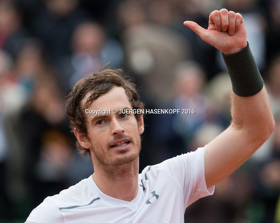 Andy Murray (GBR) bedankt sich beim Publikum nach seinem Sieg, Freude, Emotion,<br /> <br /> Tennis - French Open 2016 - Grand Slam ITF / ATP / WTA -  Roland Garros - Paris -  - France  - 3 June 2016.