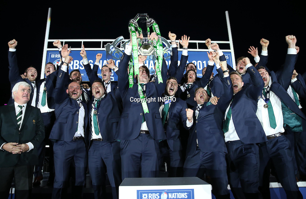 RBS 6 Nations Championship, BT Murrayfield, Edinburgh, Scotland 21/3/2015<br /> Scotland vs Ireland<br /> Ireland captain Paul O'Connell lifts the RBS 6 Nations trophy<br /> Mandatory Credit &copy;INPHO/Dan Sheridan