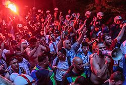 03.05.2018, Red Bull Arena, Salzburg, AUT, UEFA EL, FC Salzburg vs Olympique Marseille, Halbfinale, Rueckspiel, im Bild Marseille Fans beim Marsch auf das Stadion mit bengalischen Fackeln // during the UEFA Europa League Semifinal, 2nd Leg Match between FC Salzburg and Olympique Marseille at the Red Bull Arena in Salzburg, Austria on 2018/05/03. EXPA Pictures © 2018, PhotoCredit: EXPA/ JFK