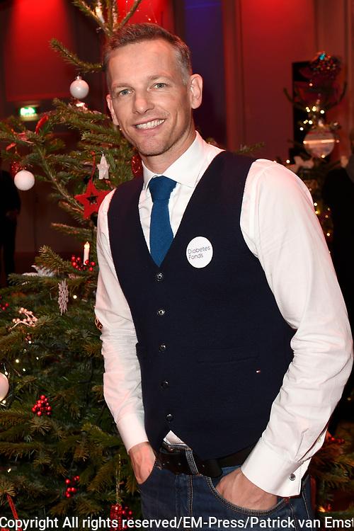 Sky Radio's jaarlijkse goede doelen-event Christmas Tree For Charity in Studio 22, Hilversum.<br /> <br /> Op de foto:  Barry Atsma