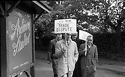 """E.T.U. electricians picket Ardmore Studios, Bray, Co. Wicklow, where the film """"Ballad in Blue"""", starring singer Ray Charles and Dawn Addams, is in production..09.06.1964"""