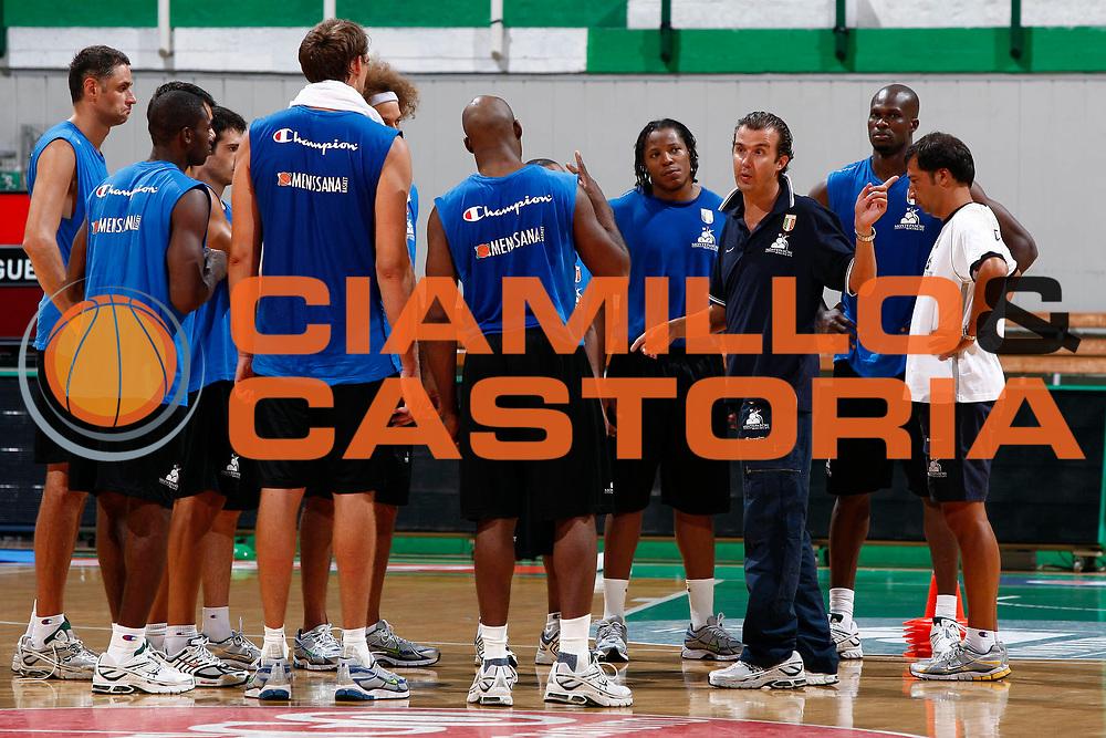 DESCRIZIONE : Siena Lega A 2009-10 Basket Allenamento Montepaschi Siena<br /> GIOCATORE : Simone Pianigiani<br /> SQUADRA : Montepaschi Siena<br /> EVENTO : Campionato Lega A 2009-2010 <br /> GARA : <br /> DATA : 31/08/2009<br /> CATEGORIA : Ritratto Allenamento<br /> SPORT : Pallacanestro <br /> AUTORE : Agenzia Ciamillo-Castoria/P.Lazzeroni<br /> Galleria : Lega Basket A 2009-2010 <br /> Fotonotizia : Siena Lega A 2009-10 Basket Allenamento Montepaschi Siena<br /> Predefinita :