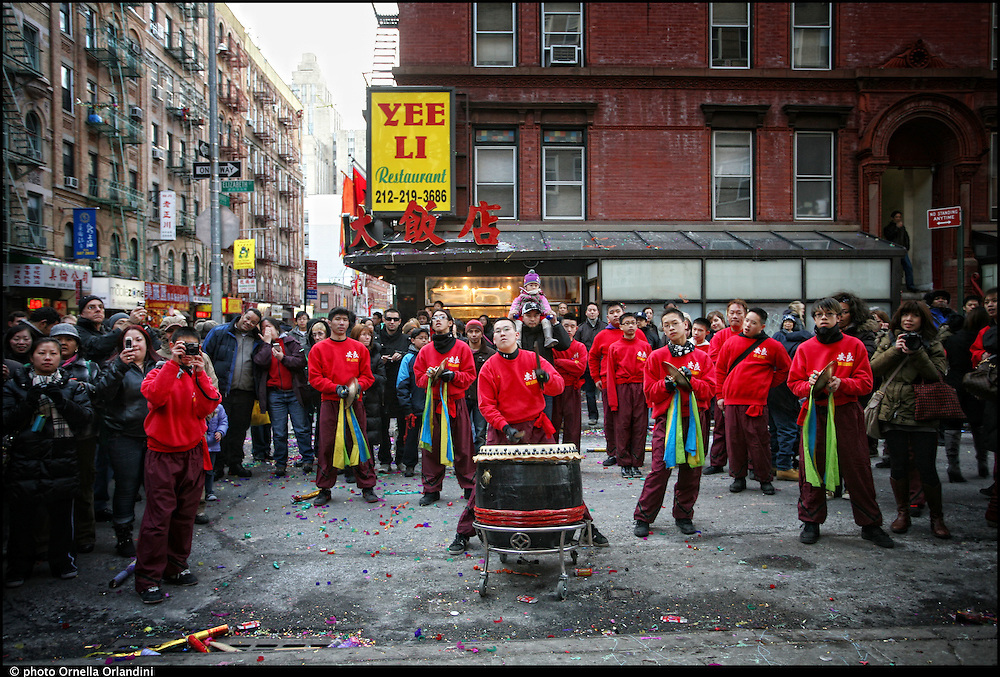 New York. Capodanno cinese 2010, anno del drago, festeggiato nel quartiere di ChinaTown.  2010 Chinese New Year, Year of the Dragon, celebrated in Chinatown.