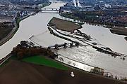Nederland, Limburg, gemeente Maastricht, 15-11-2010. Stuw Borgharen bij hoogwater, de stuw is gestreken om snelle afvoer van het water mogelijk te maken. Rechts het eiland Bosscherveld, gedeeltelijk afgegraven zodat de Maas bij hoogwater ook over het eiland stromen. In de achtergrond Maastricht. Borgharen weir is lowered to allow the water to flow freely and as quickly as possible. To the right the soil of the island has been partially excavated so that the Maas at high water also flows over the island..luchtfoto (toeslag), aerial photo (additional fee required).foto/photo Siebe Swart