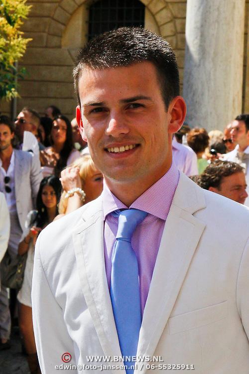 ITA/Siena/20100717 Wedding of soccerplayer Wesley Sneijder and tv host Yolanthe Cabau van Kasbergen, Levi van Kempen