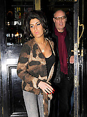 EDBIMAGEARCHIVE-DBVW-AMY WINEHOUSE AND RON BRAND-03-03-11