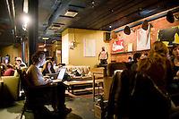 7 Novembre, 2008. Brooklyn, New York.<br /> <br /> Dei clienti usano il computer portatile al Tea Lounge, una sala da t&egrave; e luogo di relax nella Union Street a Park Slope, Brooklyn, NY, una delle vie pi&ugrave; famose del quartiere. Park Slope, spesso definito dai newyorkesi come &quot;The Slope&quot;, &egrave; un quartiere nella zona ovest di Brooklyn, New York, e confinante con Prospect Park.  Park Slope &egrave; un quartiere benestante che ha il maggior numero di nascite, la qualit&agrave; della vita pi&ugrave; alta e principalmente abitato da una classe media di razza bianca. Per questi motivi molte giovani coppie e famiglie decidono di trasferirsi dalle altre municipalit&agrave; di New York a Park Slope. Dal punto di vista architettonico, il quartiere &egrave; caratterizzato dai brownstones, un tipo di costruzione molto frequente a New York, e da Prospect Park.<br /> <br /> &copy;2008 Gianni Cipriano for The New York Times<br /> cell. +1 646 465 2168 (USA)<br /> cell. +1 328 567 7923 (Italy)<br /> gianni@giannicipriano.com<br /> www.giannicipriano.com
