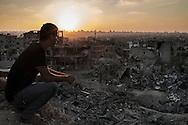 Gaza Strip, Gaza City: A Palestinian look a heavy destruction in Al Shaaf neighbourhood during a 72 hours ceasefire on August 11, 2012. ALESSIO ROMENZI