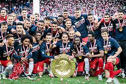 15.05.2016, Red Bull Arena, Salzburg, AUT, 1. FBL, Meisterfeier FC Red Bull Salzburg, im Bild die Salzburger Mannschaft feiert mit dem Meisterteller // Red Bull Salzburg Players celebrate with the Trophy during the FC Red Bull Salzburg Champions Party of Austrian Football Bundesliga at the Red Bull Arena, Salzburg, Austria on 2016/05/15. EXPA Pictures © 2016, PhotoCredit: EXPA/ JFK