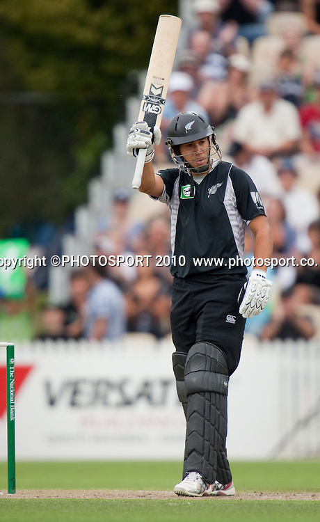 Ross Taylor acknowledges his 50 during the third one day Chappell Hadlee cricket series match between New Zealand Black Caps and Australia at Seddon Park, Hamilton, New Zealand. Tuesday 9 March 2010. Photo: Stephen Barker/PHOTOSPORT