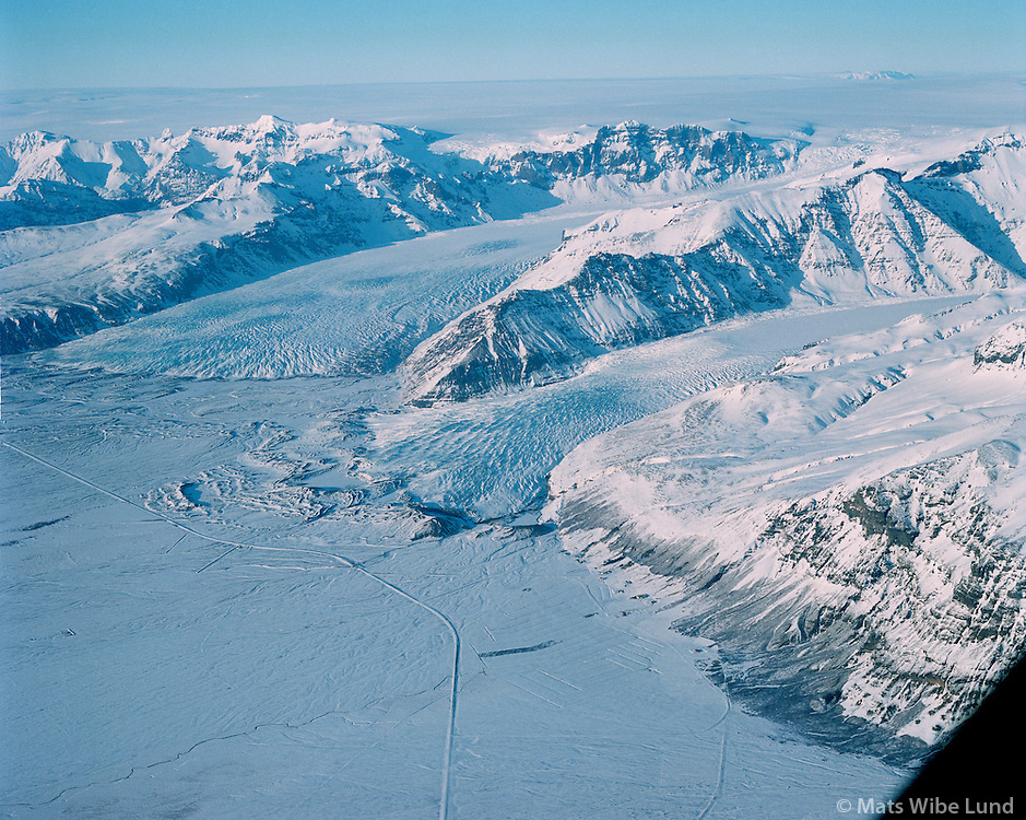 Sv&iacute;nafell, Sv&iacute;nafellsj&ouml;kull og Skaftafellsj&ouml;kull, Vatnaj&ouml;kull og Kverkfj&ouml;ll &iacute; bakgrunni t.h. . Hofshreppur.  /   <br /> Svinafell, Svinafellsjokull and Skaftafellsjokull glaciers, the main glacier Vatnajokull and mount Kverkfj&ouml;ll in background. Hofshreppur.  - -  New name of the county:  Sveitarf&eacute;lagi&eth; Hornafj&ouml;r&eth;ur /  Sveitarfelagid Hornafjordur.