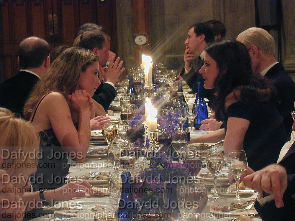 Tana Ramsay and Nigella Lawson. The Booker prize 2000. Guildhall, London EC2. 7 November 2000. © Copyright Photograph by Dafydd Jones 66 Stockwell Park Rd. London SW9 0DA Tel 020 7733 0108 www.dafjones.com