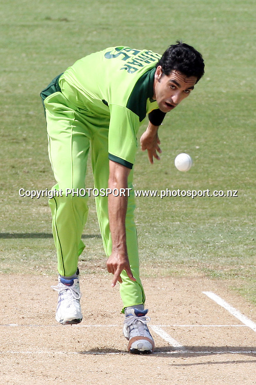 Pakistan bowler Umar Gul. Twenty20 Cricket, Auckland Aces v Pakistan, Colin Maiden Park, Auckland. Thursday 23 December 2010. Photo: Ella Brockelsby/photosport.co.nz