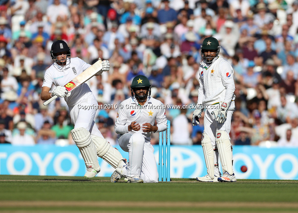 Joe Root bats during the 4th Investec Test Match between England and Pakistan at the Kia Oval. Photo: Graham Morris/www.cricketpix.com (Tel:+44(0)20 8969 4192; Email: graham@cricketpix.com) 13/08/2016