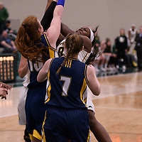 2nd year guard Kyanna Giles (9) of the Regina Cougars in action during the Women's Basketball home game on January  19 at Centre for Kinesiology, Health and Sport. Credit: Arthur Ward/Arthur Images