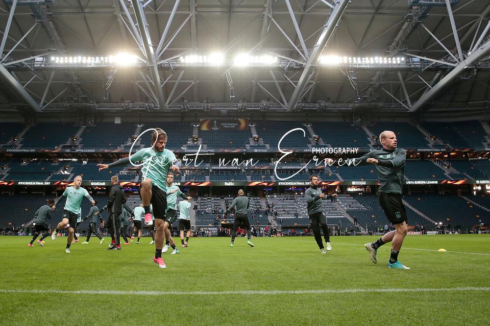 23-05-2017 VOETBAL:FINALE EUROPA LEAGUE:STOCKHOLM<br /> <br /> Ajax traint in het stadion dag voor de wedstrijd. Manchester United proefde alleen aan het veld vanwege de aanslag in Manchester. Lasse Schone van Ajax en Davy Klaassen van Ajax trainen hun spieren<br /> <br /> Foto: Geert van Erven