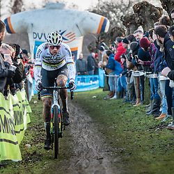 2019-12-27 Cycling: dvv verzekeringen trofee: Loenhout: Mathieu van der Poel making his way to the front